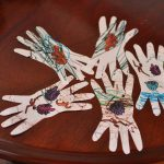 Spider hands – a Halloween craft for toddlers