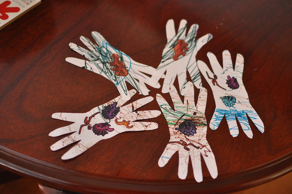 Spider hands halloween easy craft for toddlers
