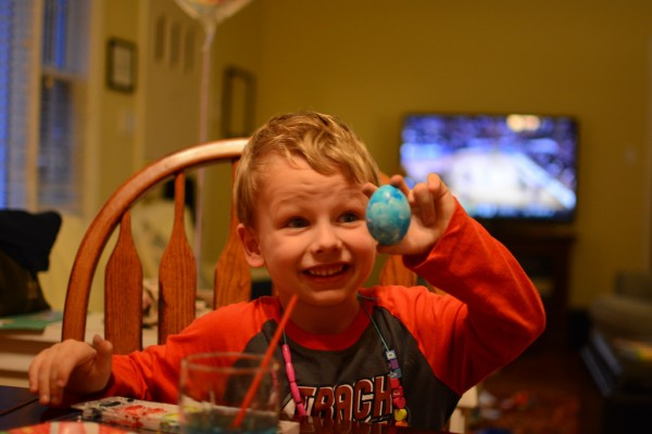 dyeing eggs 2