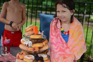 A sixth birthday theme: rained-out pool party